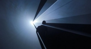 Anthony McCall: Light Lifting