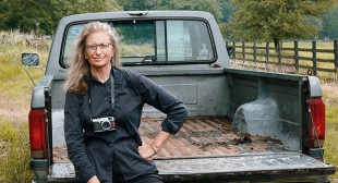 AGNS Receives Major Donation of Annie Leibovitz Photos